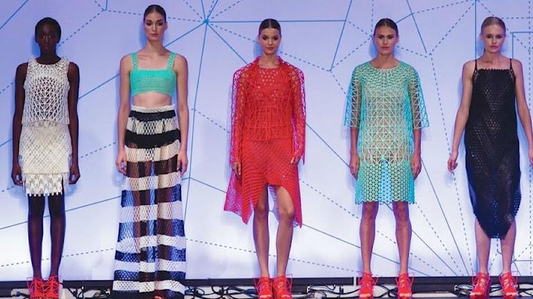 Modeller visar kläder tillverkade av 3D skrivare.