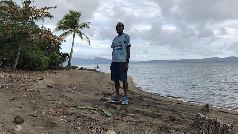 Sailosi Ramatu är 59 år och chef för byn Vunidogoloa på Fiji som evakuerades för fem år sen pga stigande hav.
