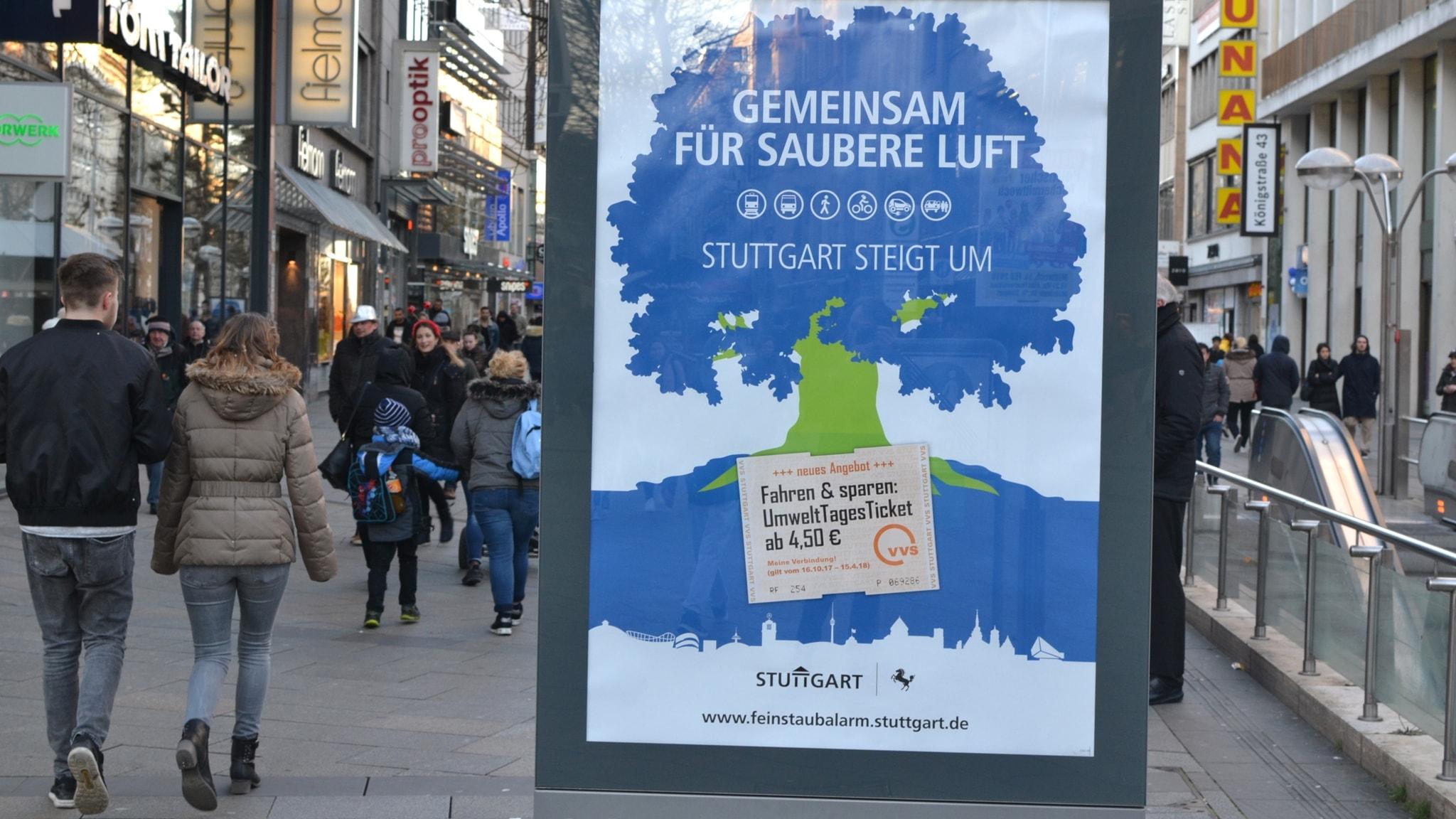 En affisch i som uppmanar Stuttgart-borna att åka kollektivt.