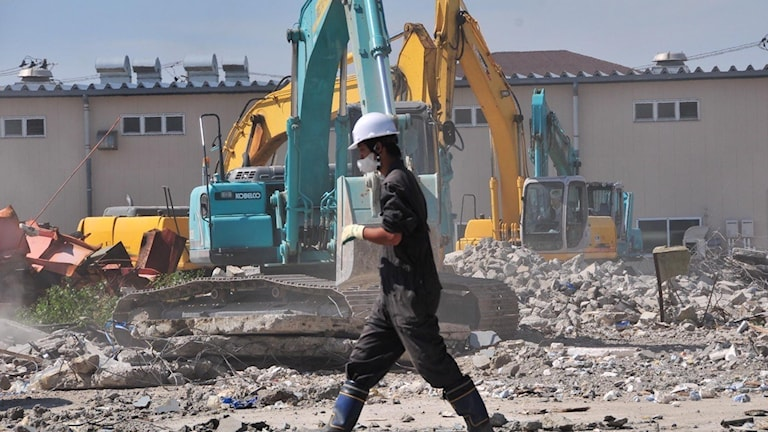 Uppröjningsarbetet efter Fukushima, inklusive kompensation till de boende, kan komma att kosta uppemot 7 000 miljarder svenska kronor visar rapport från en japansk tankesmedja.