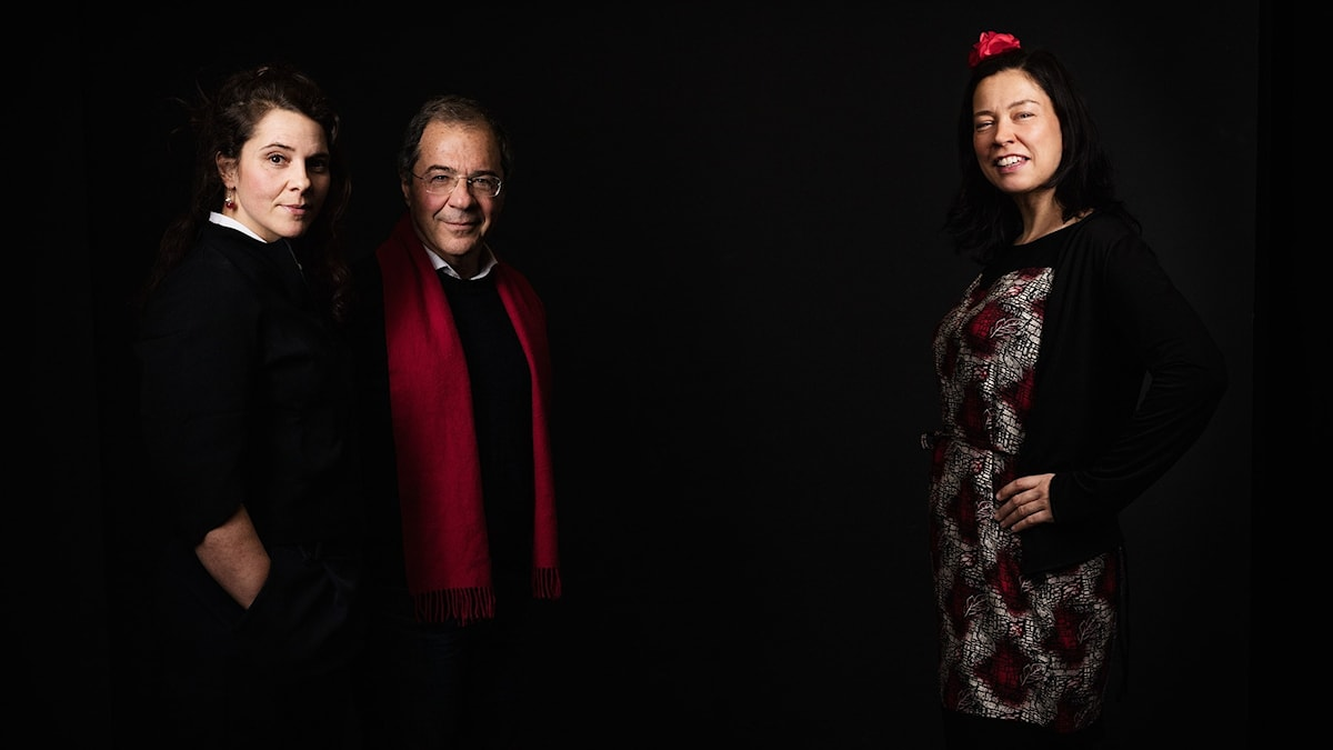 """Vanna och Göran Rosenberg tillsammans med Marie Lundström i ett fotografi som ser ut som en filmaffisch från filmen """"Återstoden av dagen"""""""