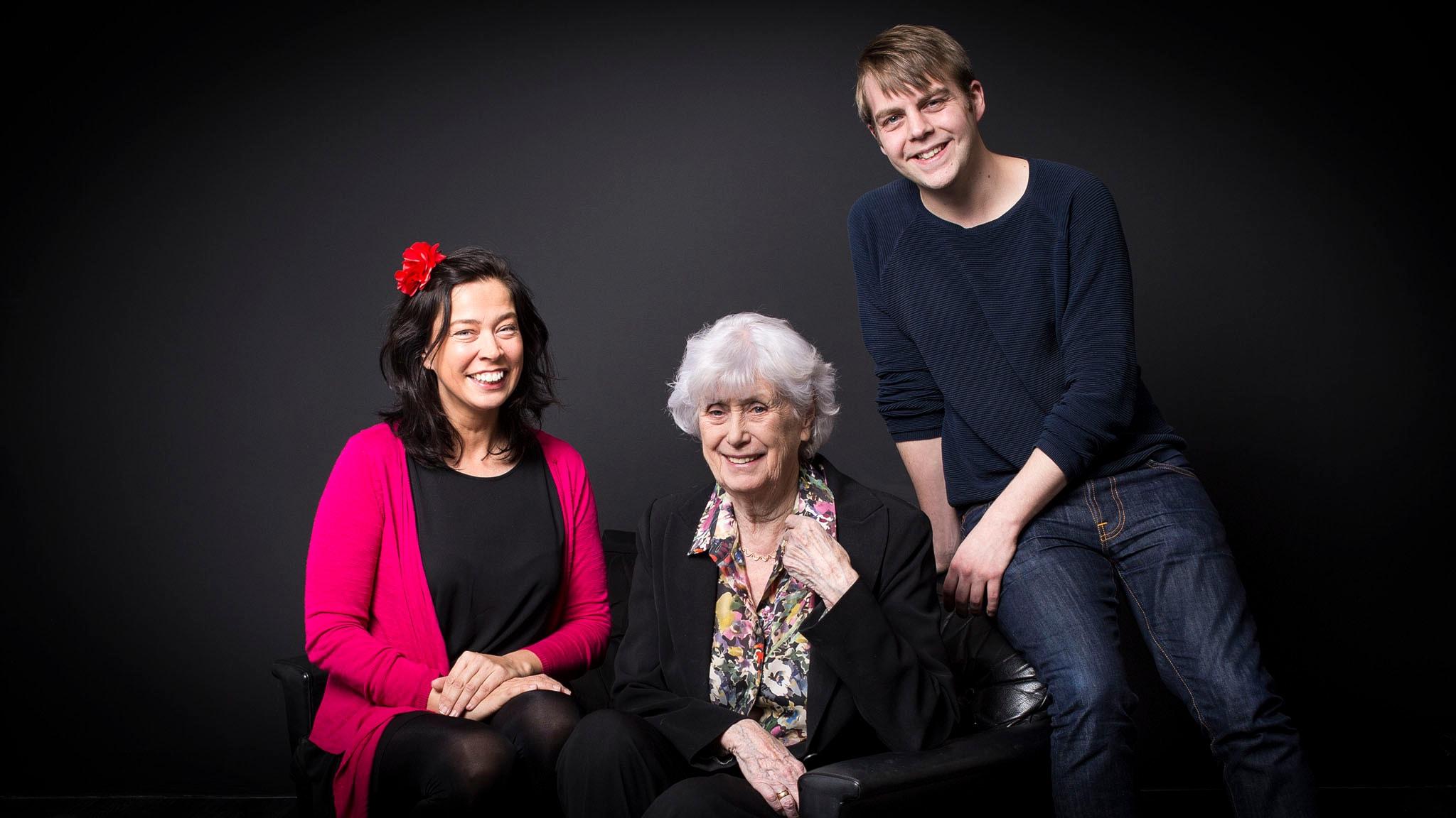 En trio som svänger - Marie Lundström, Kerstin Ekman och Christoffer Carlsson. Foto: Mikael Grönberg, SR.