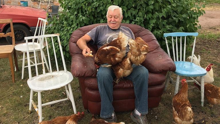 Rolf har i flera år haft bulgariska tiggare boende hos sig. Är det brottslingar?