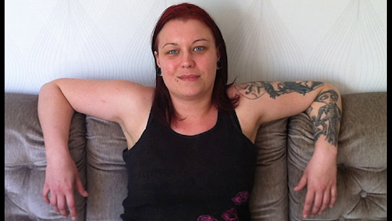 Therese är stolt över sig själv och sina tatueringar. Foto: Mia Blomgren