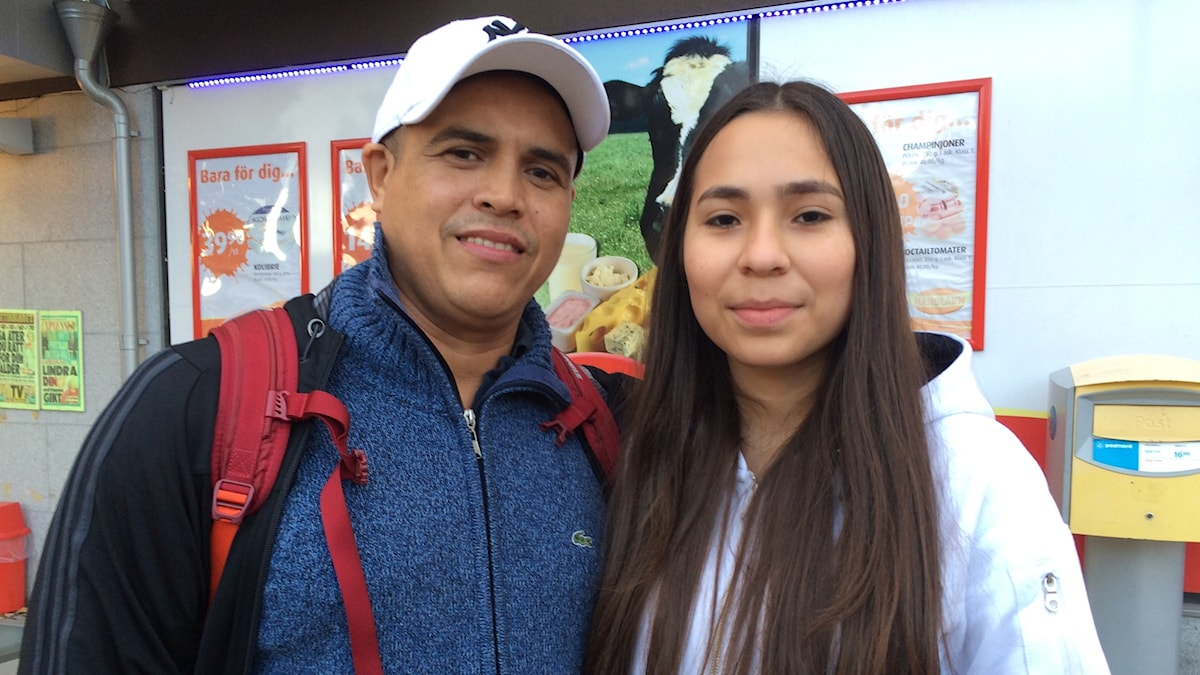 Leselly Rodriguez tolkar ofta åt sin styvfar Edier Cataño