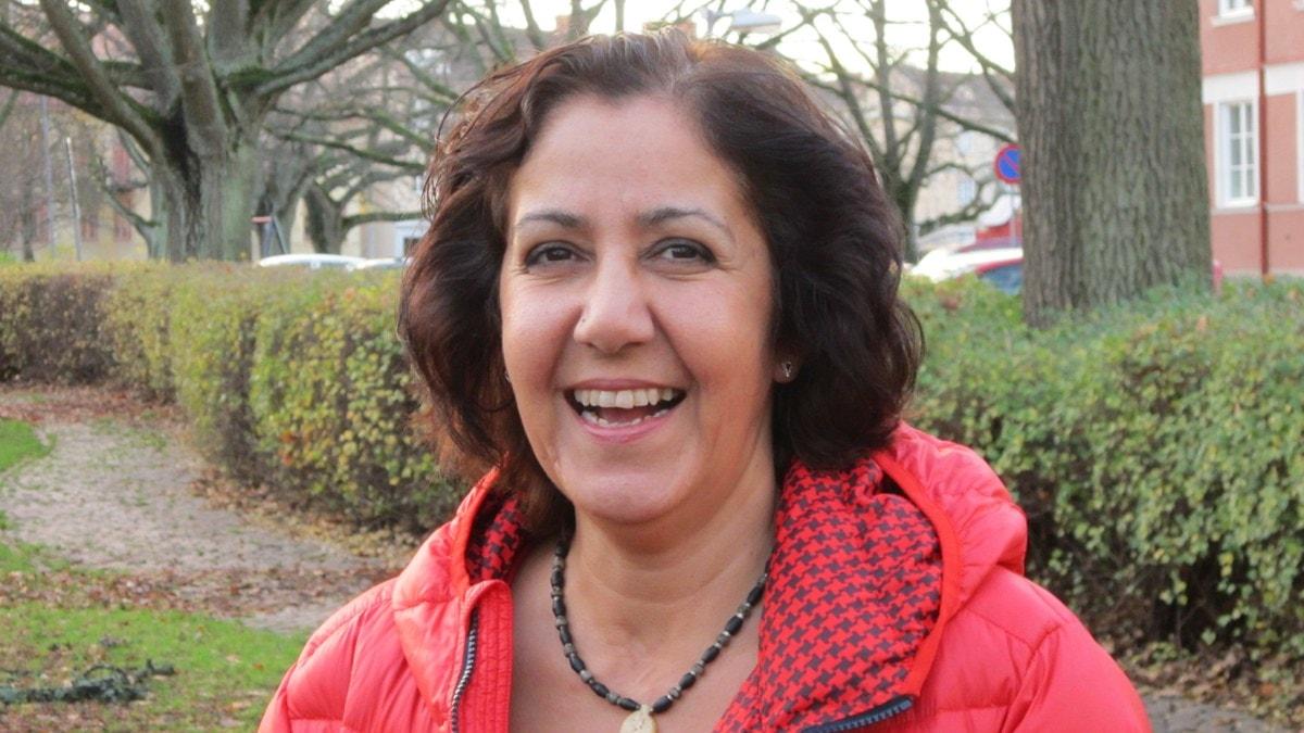 Sazan Mokre är glad idag idag även om flykten var otäck. Foto: Marie Hansson/SR.