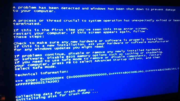 """Skärmdump vid hårddiskkrasch """"The blue screen of death"""""""