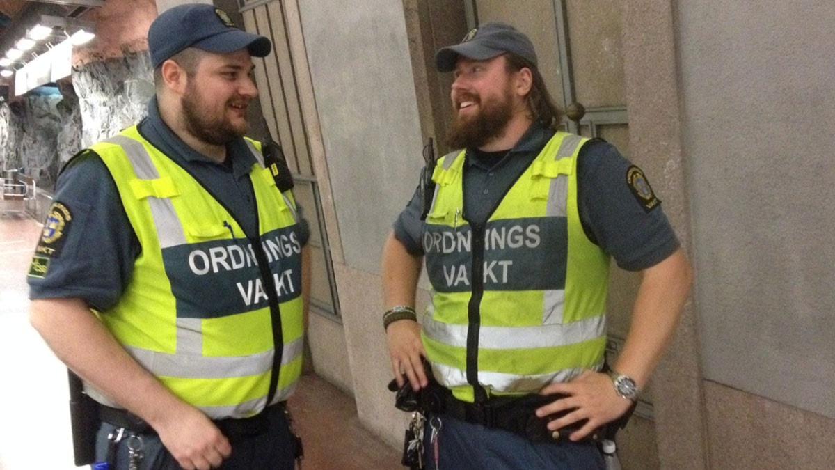 Mattias och Fredrik under ett av deras arbetspass. Foto: Olivia Sandell Billström/Sveriges Radio
