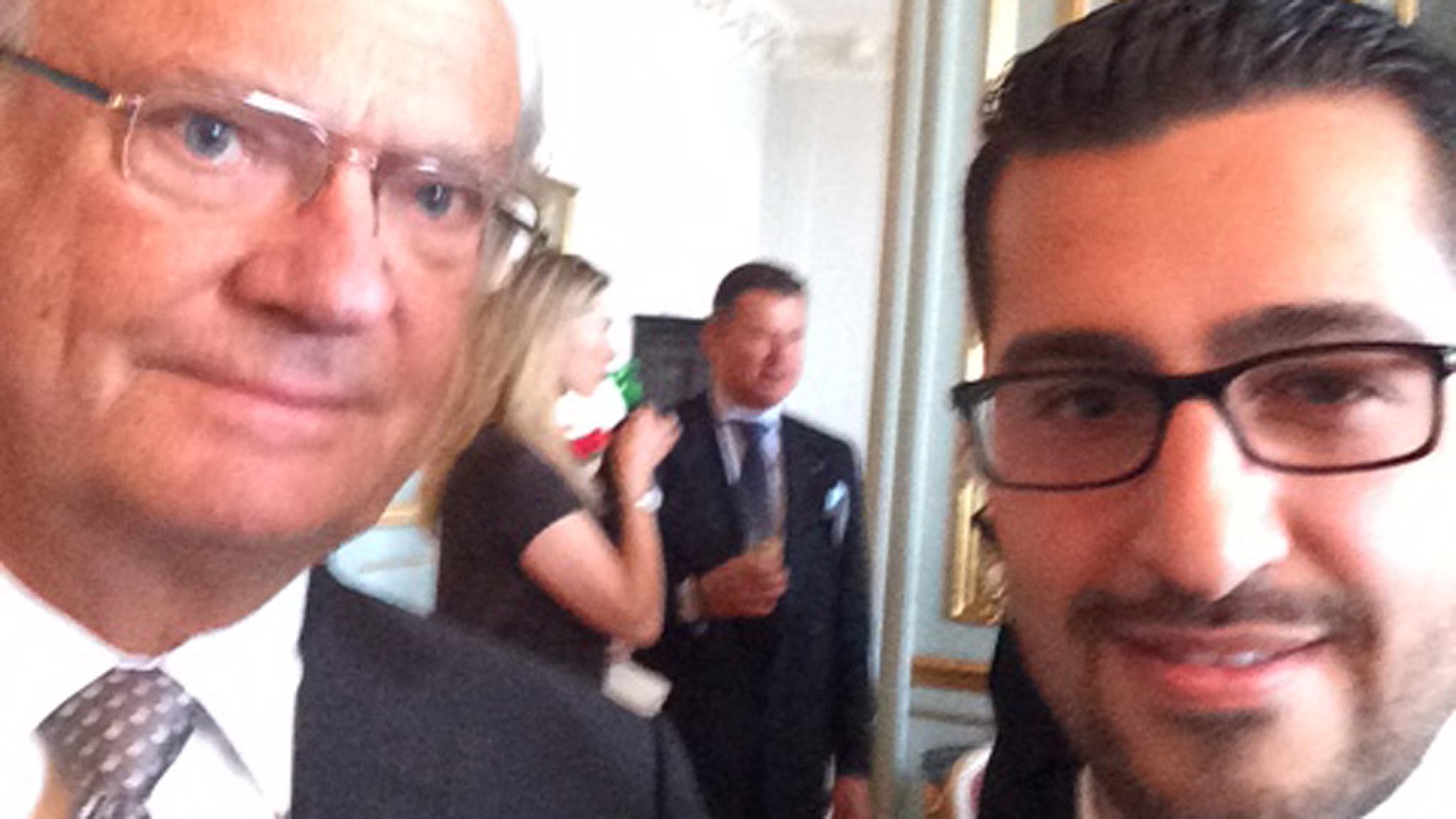 Michel Issas selfie med Kungen Foto: Michel Issa
