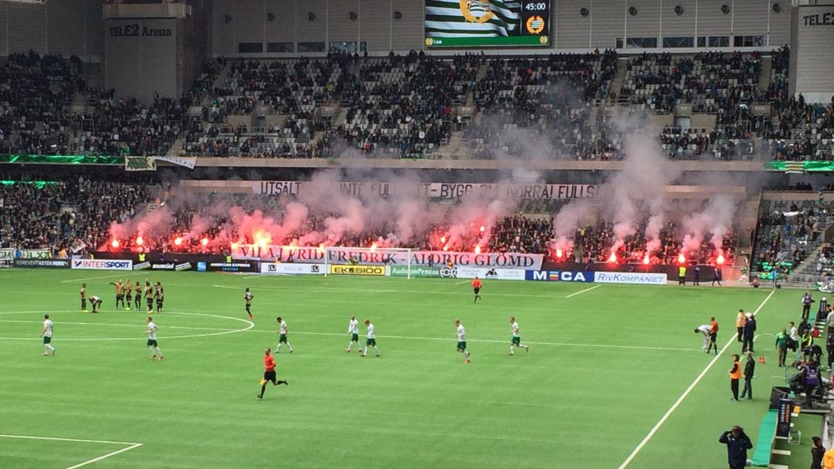 Bengaliska eldar på en Hammarby-match. Foto: Ninos Chamoun/Sveriges Radio