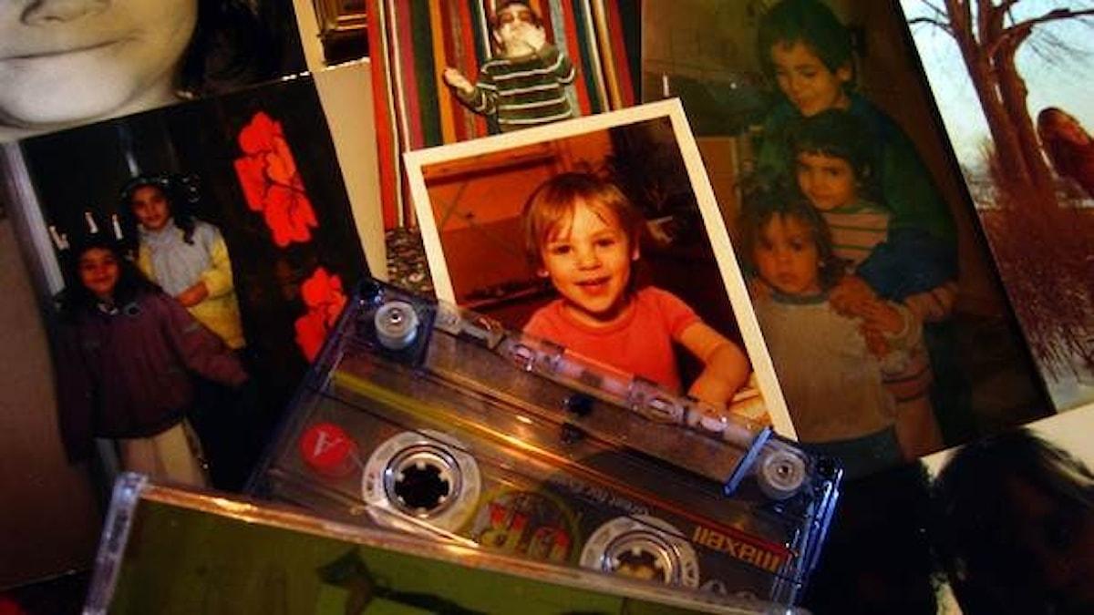 Nadia spelade in sagor på kassettband så lillasyster kunde ha något att lyssna på när mamma drack på kvällarna.