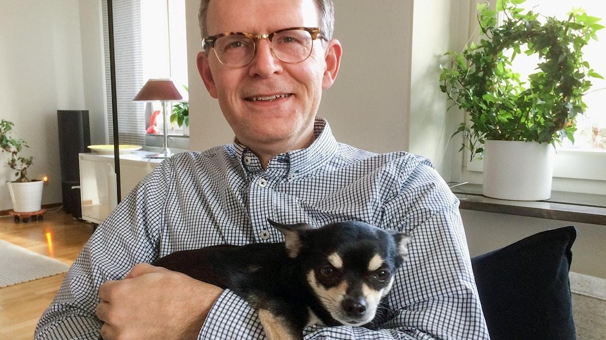 Fd VDn Pär Ohrberg med hunden Charlie.