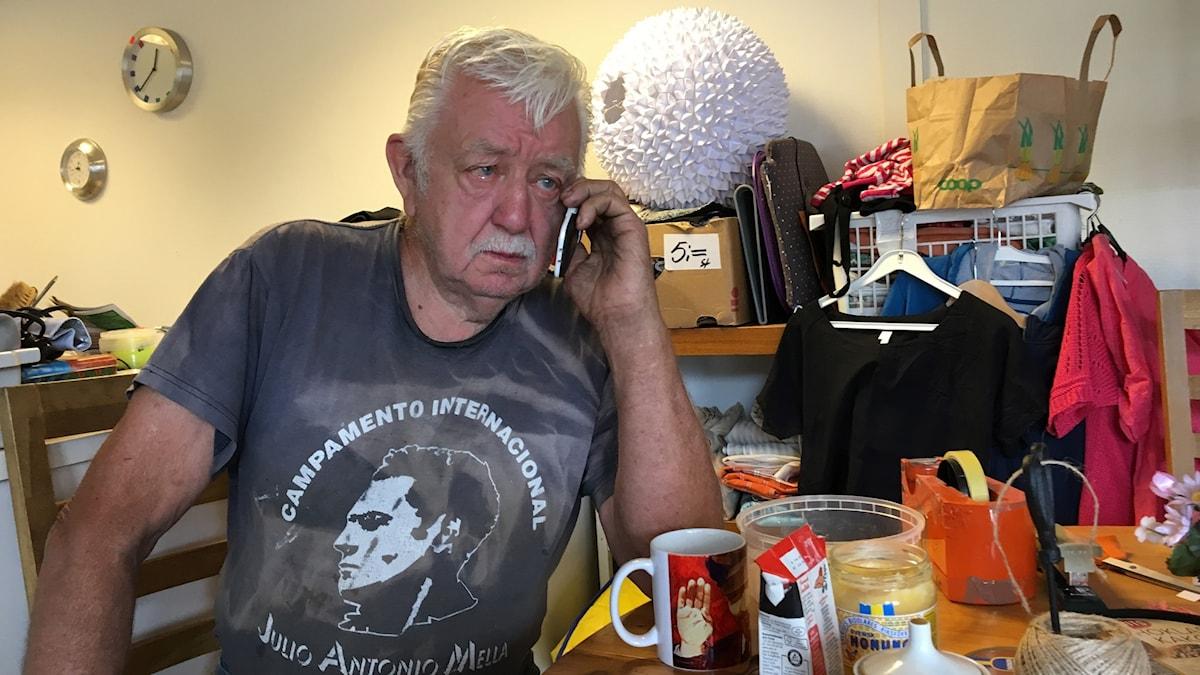 Rolf misstänks för inblandning i människohandel. Är han en välgörare eller kriminell?