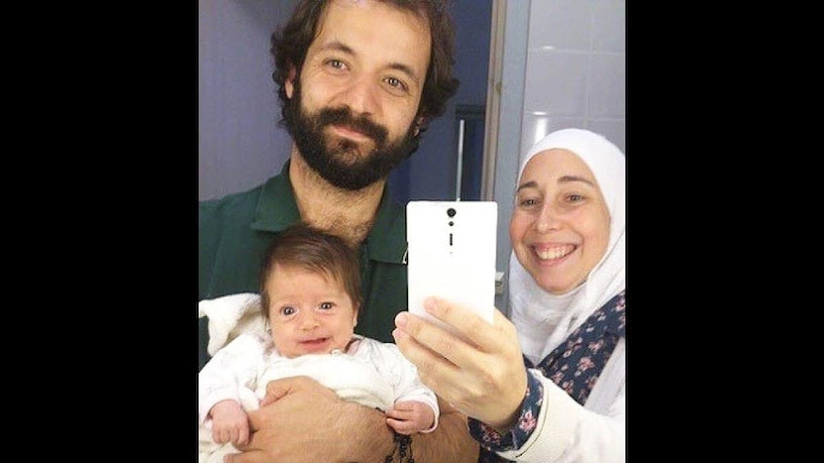 Ferzana och Obeida och den nyfödda dottern.