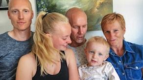 Familjen Törnwall är samlad i soffan igen.