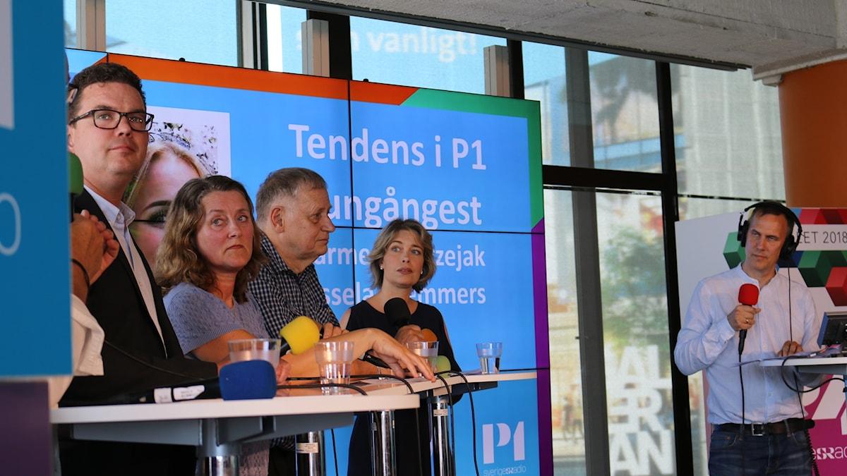 Debatten är igång. Socialminister (S) Annika Strandhäll längst till höger.