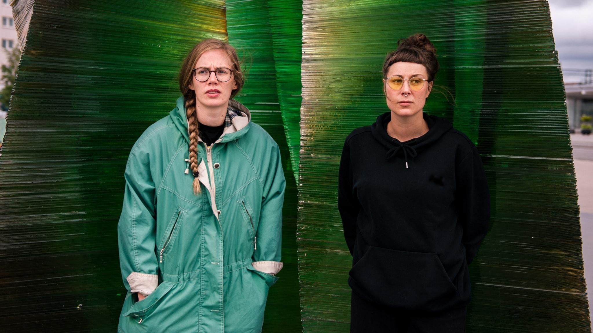 Tora Larsson och Elvira Lander