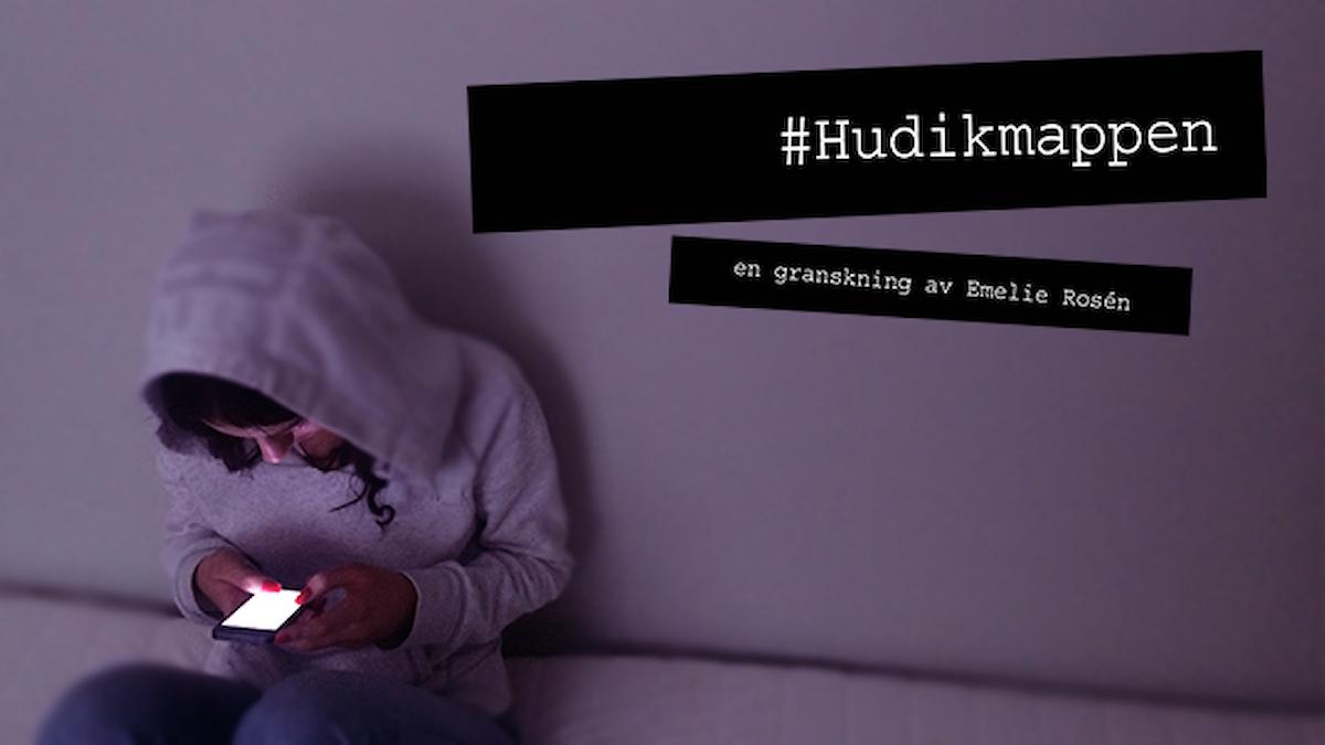 Ung tjej med mobiltelefon. Text: #Hudikmappen, en granskning av Emelie Rosén. Foto: Marcus Eriksson/Sveriges Radio.