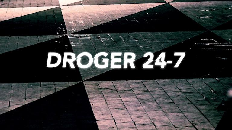 "Mönstret från Plattan, Sergels torg. Text: ""Droger 24-7""."