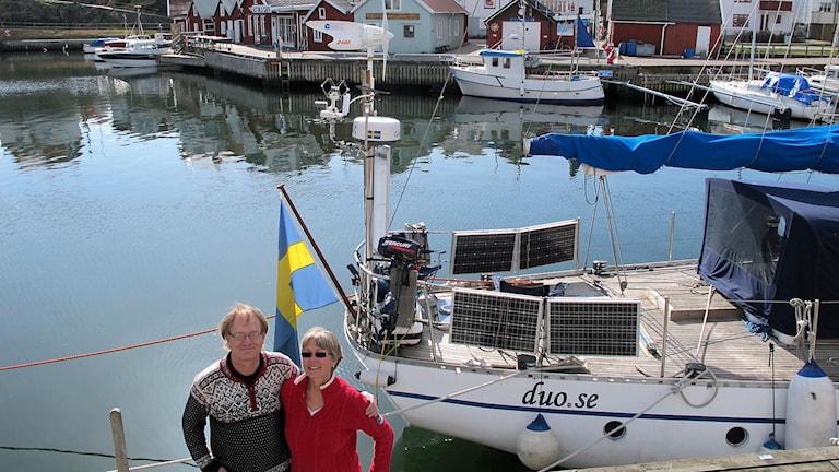 All el som familjen behöver kommer från vindsnurran och solpanelerna på båten. Foto: Sveriges Radio