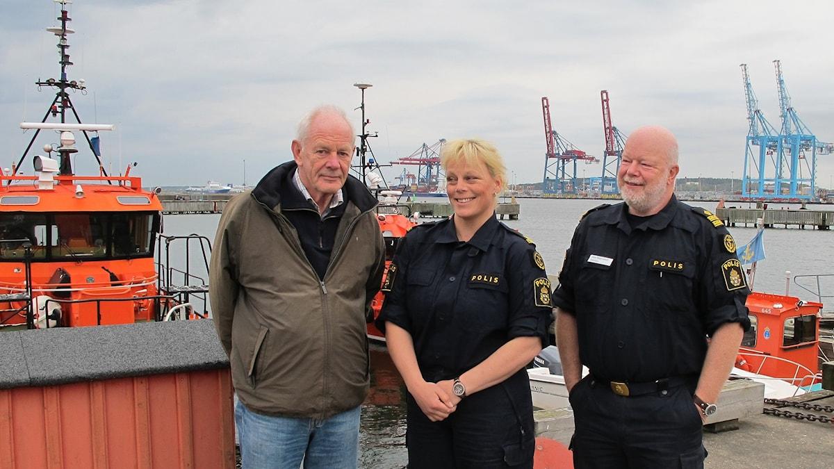 Lars Afzelius från Svenska Båtunionen samt sjöpoliserna Carina Nilsson och Ove Magnusson. Foto: Malin Avenius/Sveriges Radio
