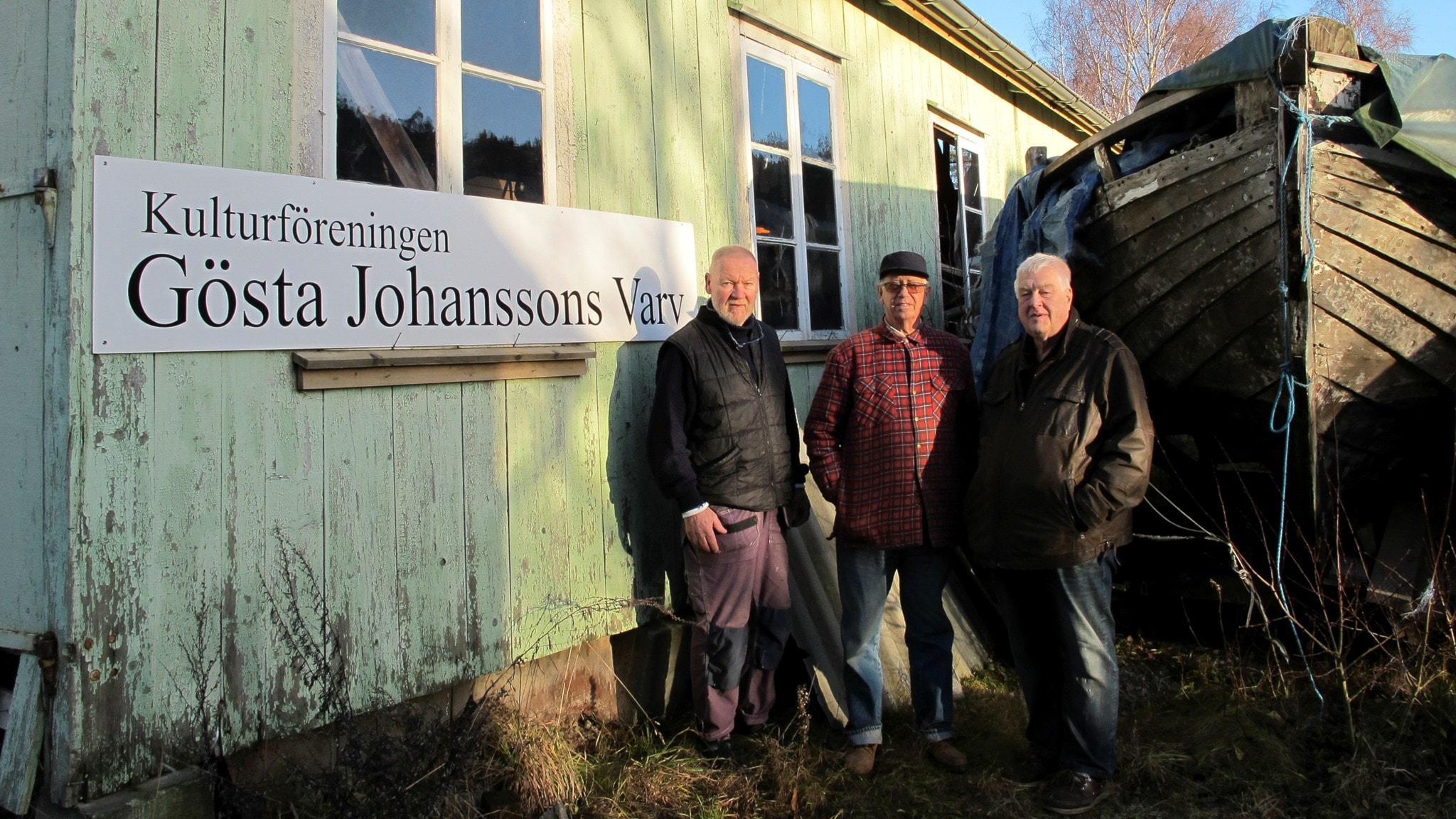 Olle Larsson, Gösta Dahlborg och Dan Nilsson vårdar minnet av Kungsvikens båtbyggartradition. Foto: Malin Avenius.