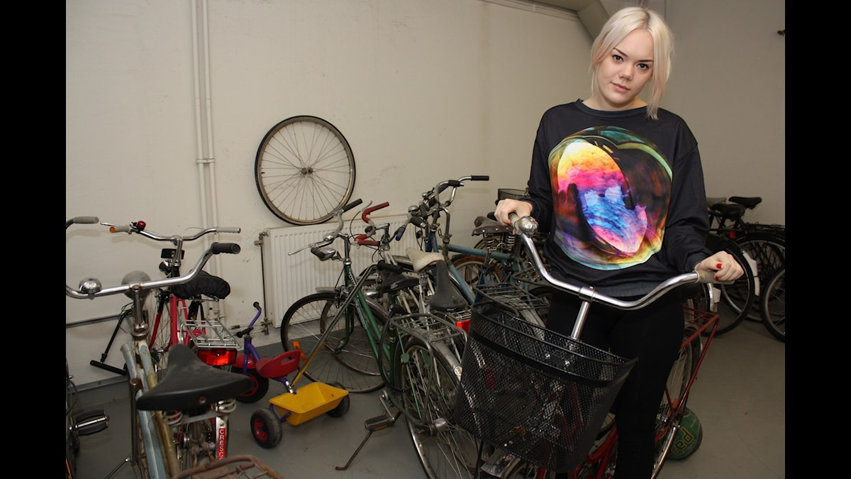 Little Jinder i cykelrummet. Foto: Emilia Melgar/ Sveriges Radio