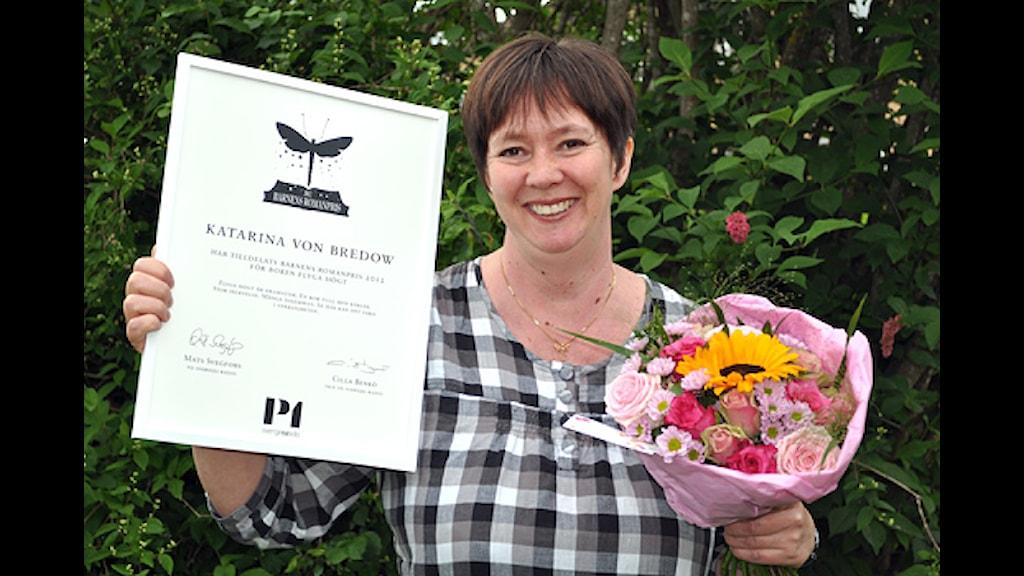 Den lyckliga vinnaren av Barnens Romanpris 2012, Katarina von Bredow (Foto: Karin Östergren)