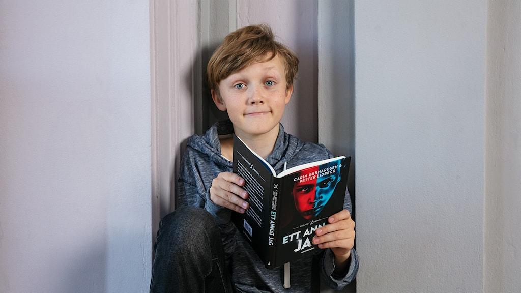 Bok 3: Benjamin Karthumaa med Ett annat jag - Projekt Gemini av Carin Gerhardsen & Petter Lidbeck.