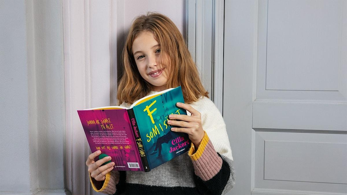 Bok 5: Lydia Khan med F som i sämst av Cilla Jackert.