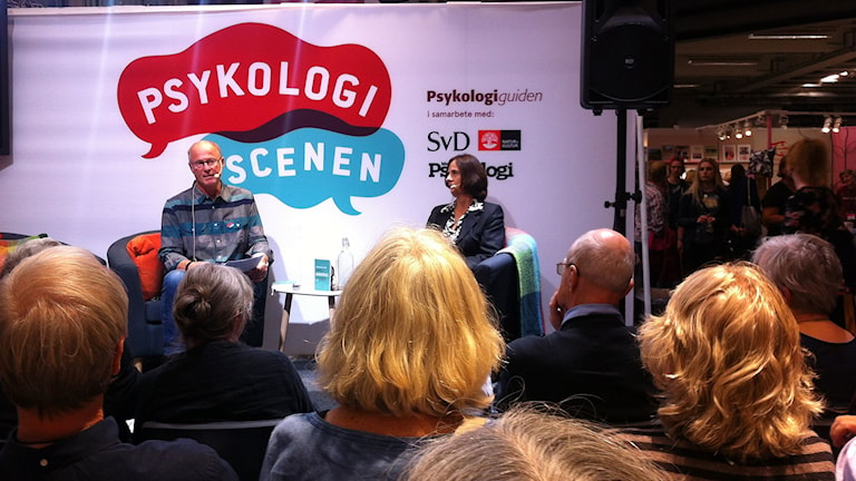 Allan intervjuar Susanna Alakoski. Foto: Anna-Brita Lindqvist/SR.