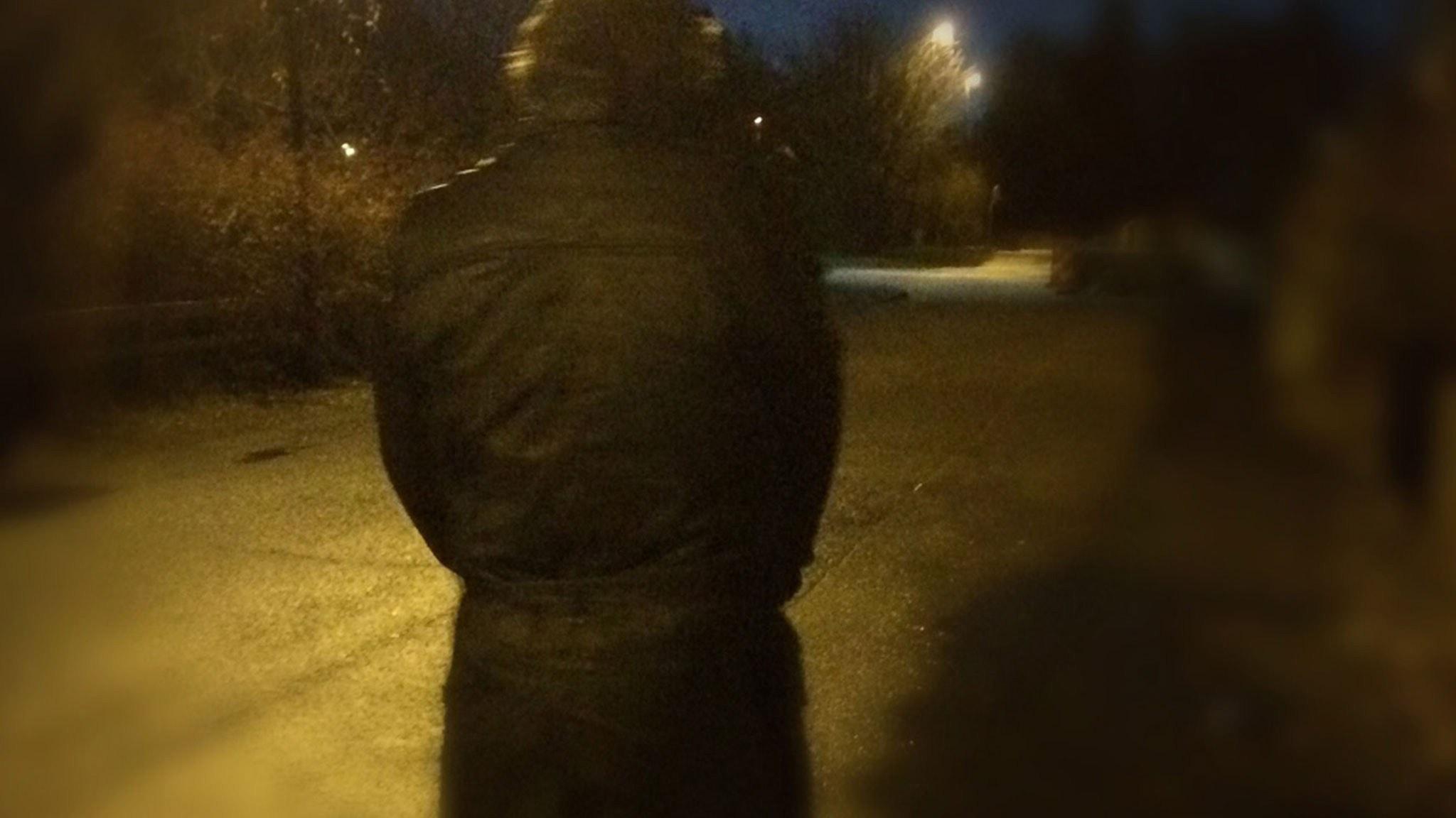 Man i mörker. Foto: Sofia Kottorp, SR