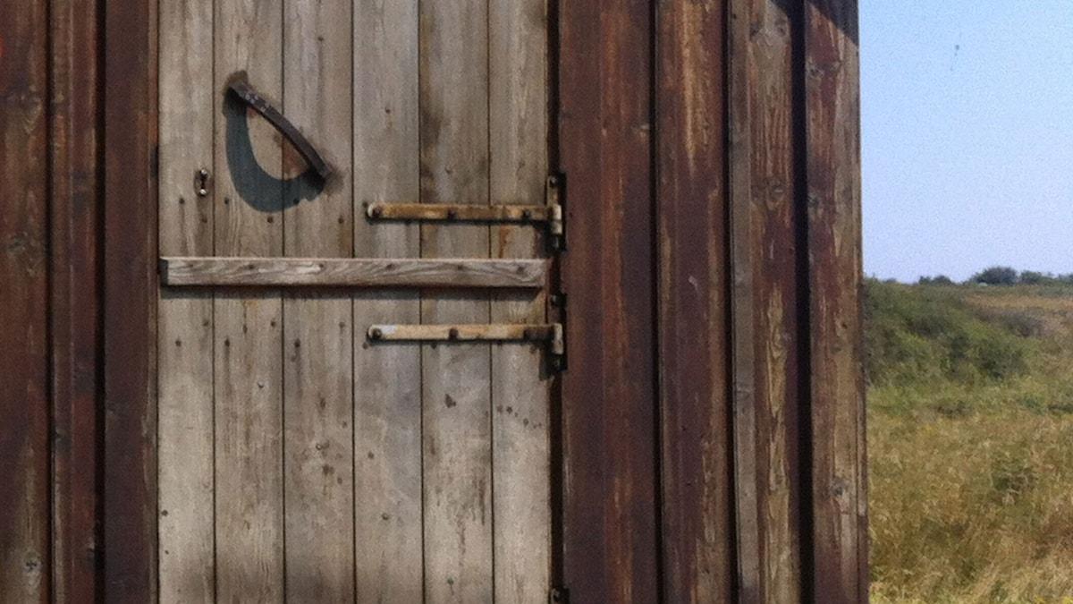 stängd dörr.  Foto: Anna-Brita Lindqvist, SR
