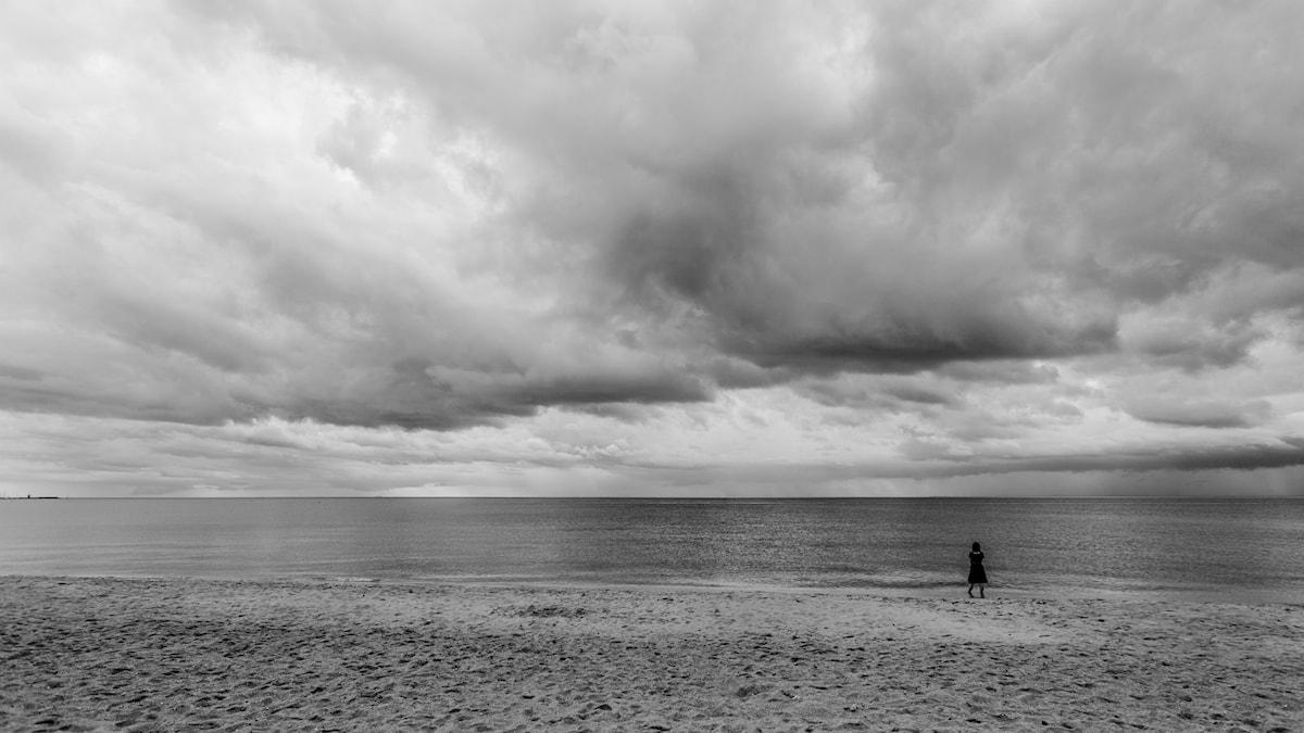 Kvinna vid hav