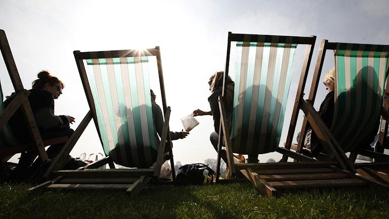 solstolar på e strand Foto: Alastair Grant / Scanpix