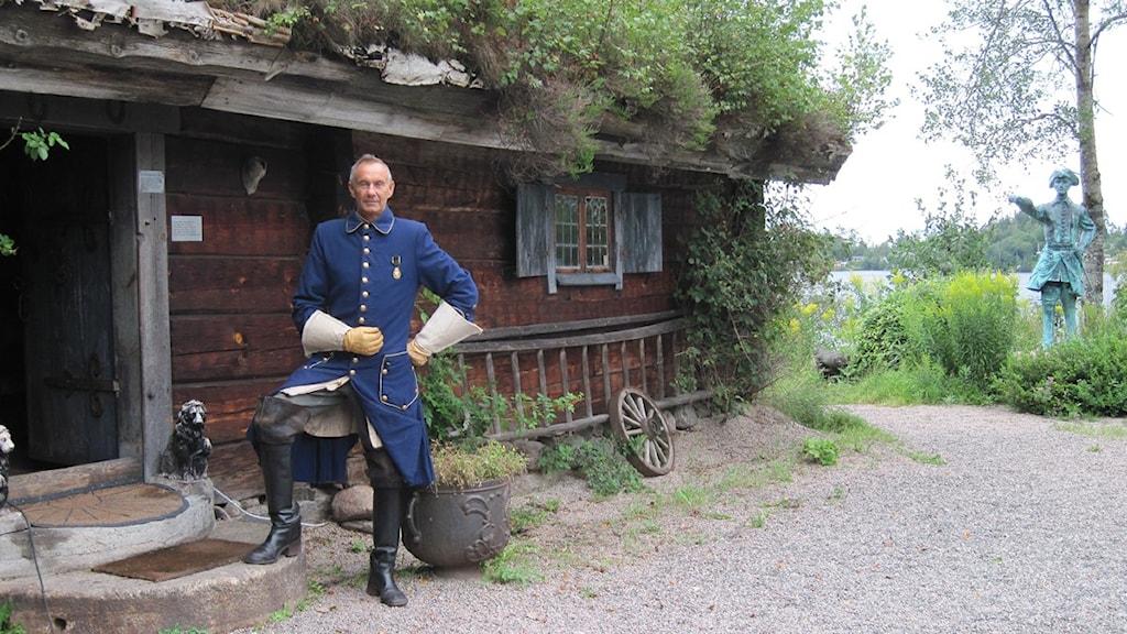 Bernhard Englund utanför Ryttmästarbostället Foto: Torbjörn Nilsson/SR Skaraborg