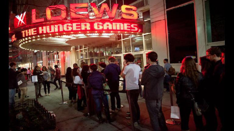 """Barnen köar till """"The Hunger Games"""". FOTO: JOHN MINCHILLO/SCANPIX"""