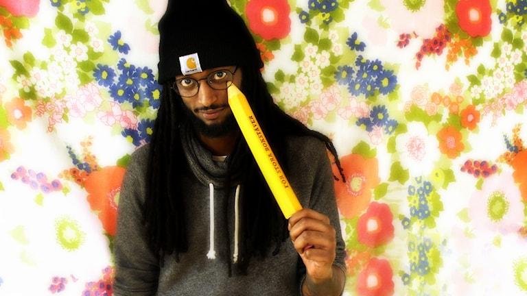 Ahmed och en stor penna