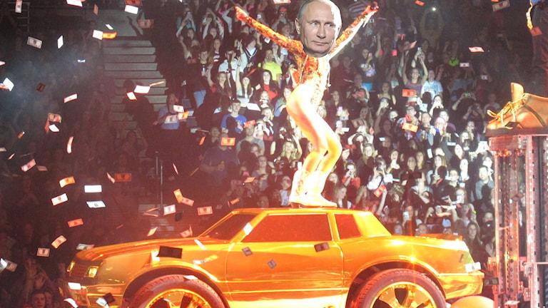 Foto: Flickr / Republic of Korea /Russia_President_Putin_Korea_Visiting_05 /karina3094 / Miley Cyrus-Bangerz Tour / CC BY SA 2.0 / Redigerad