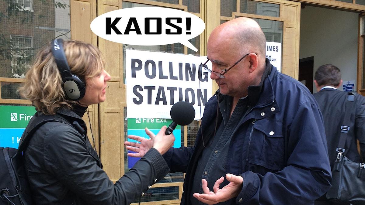 Katherine Zimmerman talar med Sveriges Radios korrespondent Staffan Sonning utanför en vallokal i London. Foto: Anna Liderot/Sveriges Radio.
