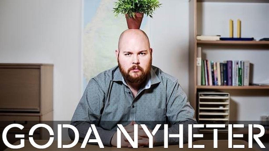Nyhetsoraklet Johannes med en planta på huvudet