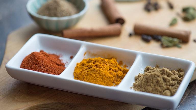 Bild på kryddor.