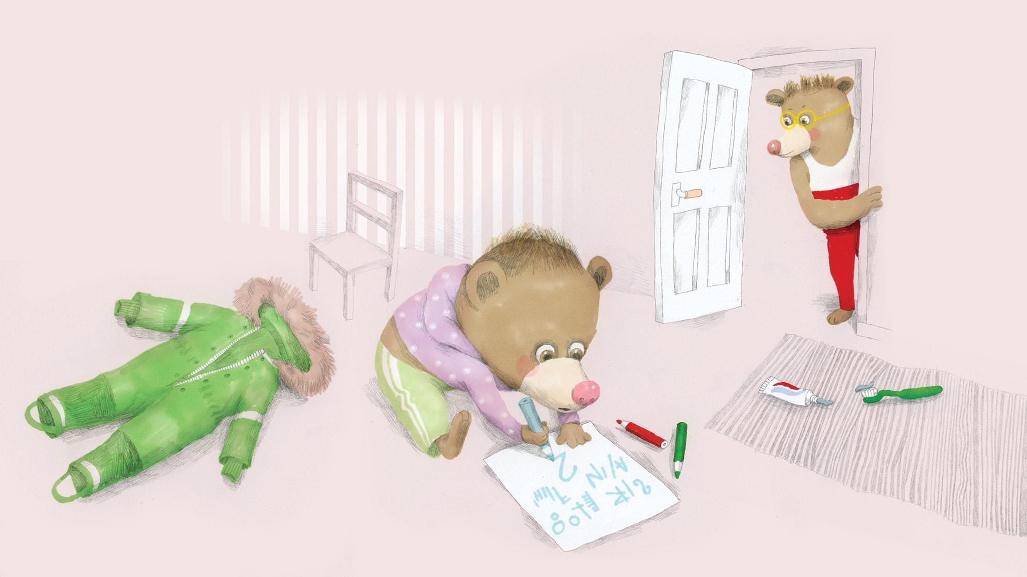 Nalle sitter på golvet och skriver en viktig lapp när pappa tittar in i hans rum, på golvet ligger en overall. Illustration: Lotta Geffenblad