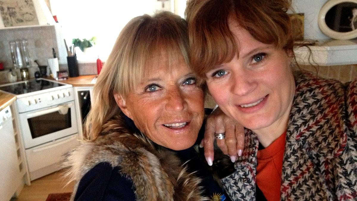 Lill-Babs tillsammans med reporter Karin Andersson. Foto: Karin Andersson/Sveriges Radio