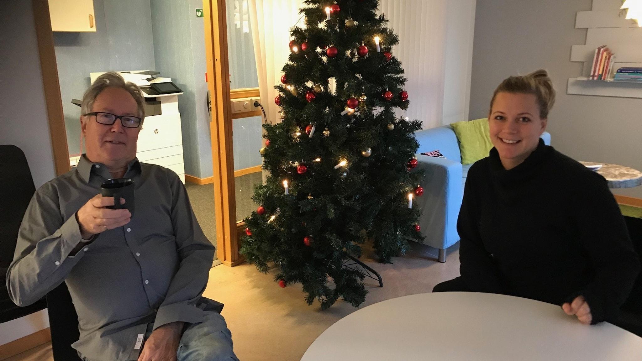 Meteorolog Mats Andersson och programledare Rebecka Gyllin.