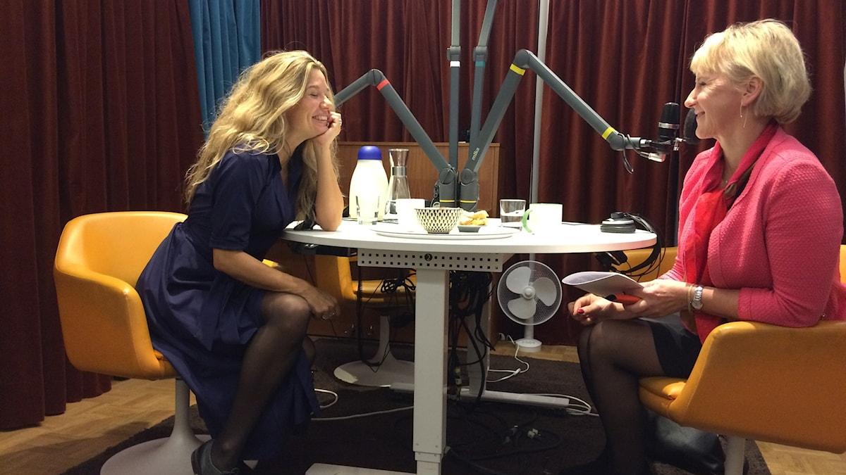 Emma Hamberg och Margot Wallström.