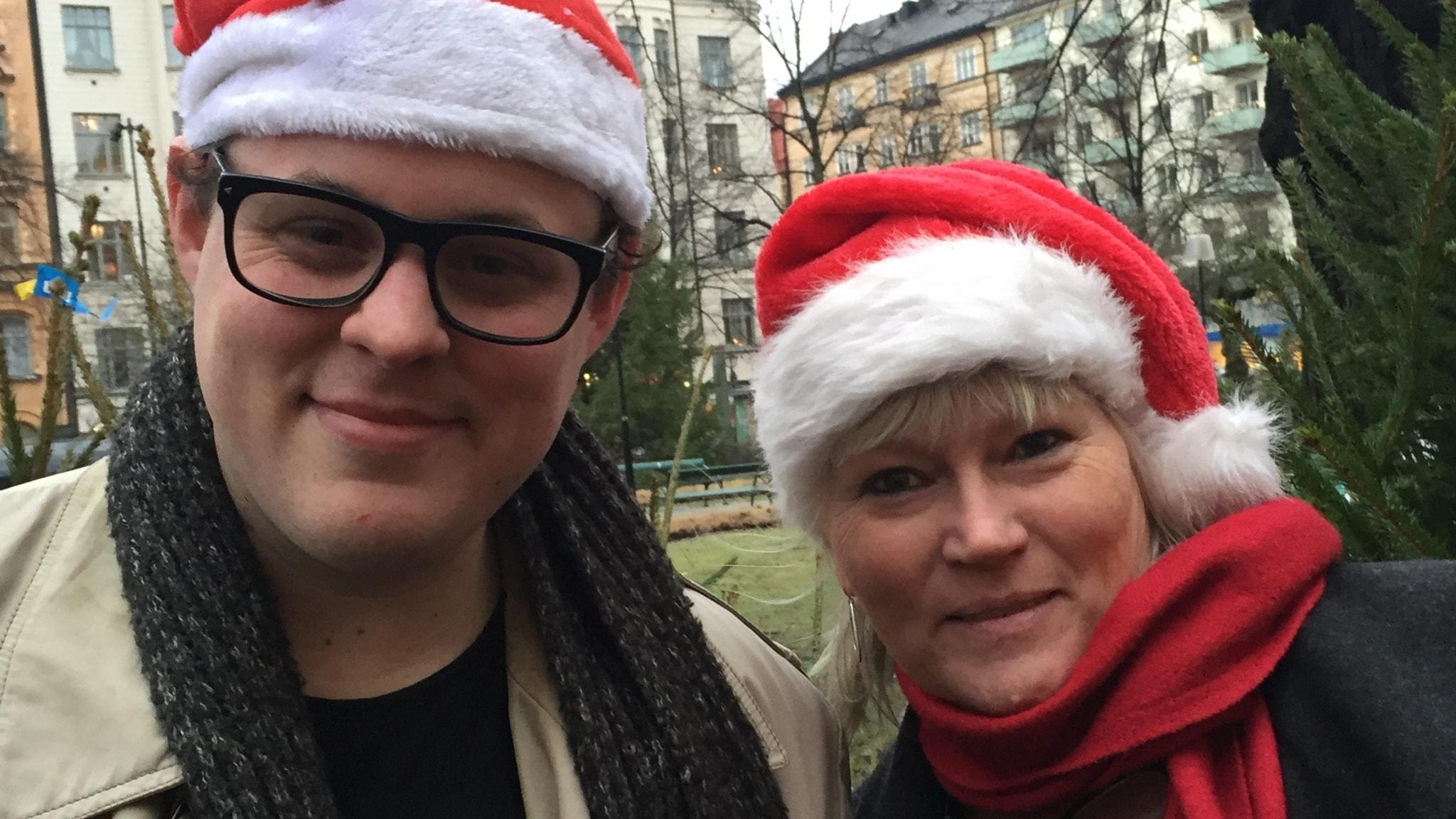 Fredrik af Trampe och Anna-Lena Lodenius bjuder på sunkig julmusik.