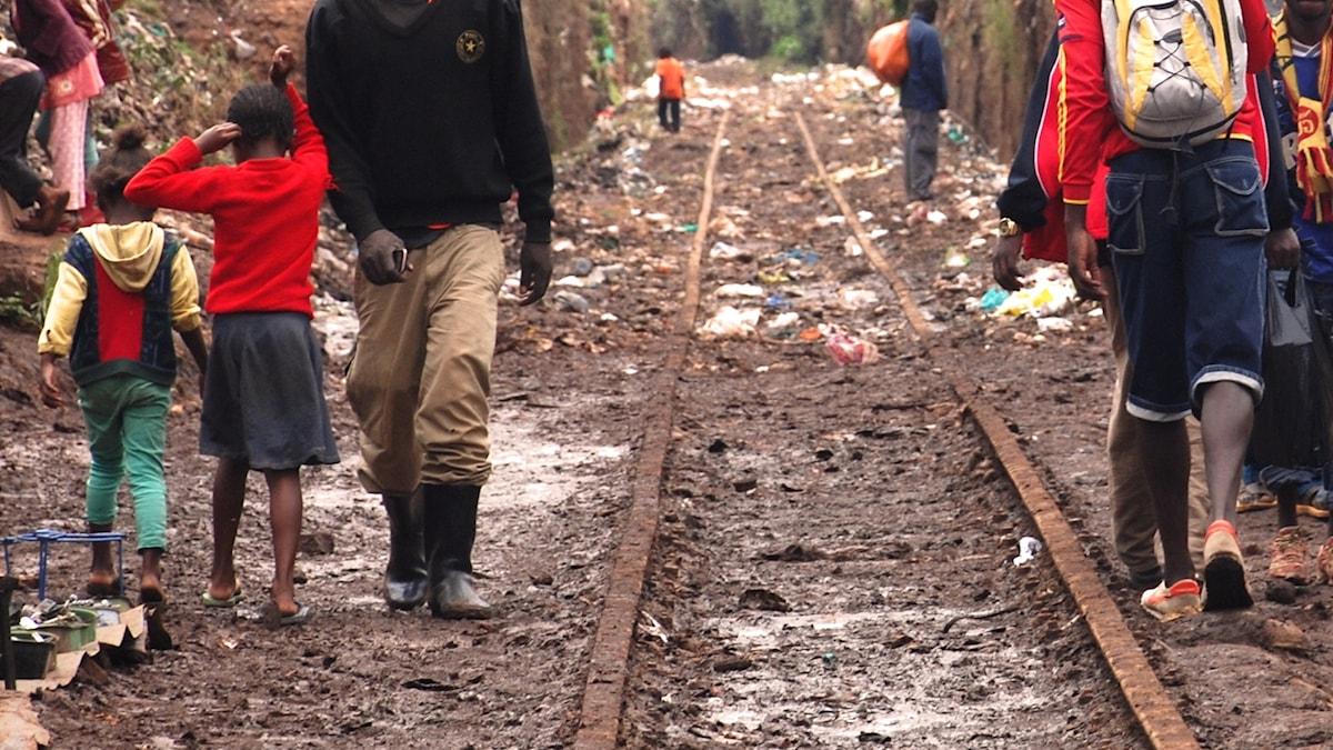 I Nairobi lever miljontals människor i slumområden under svåra förhållanden.