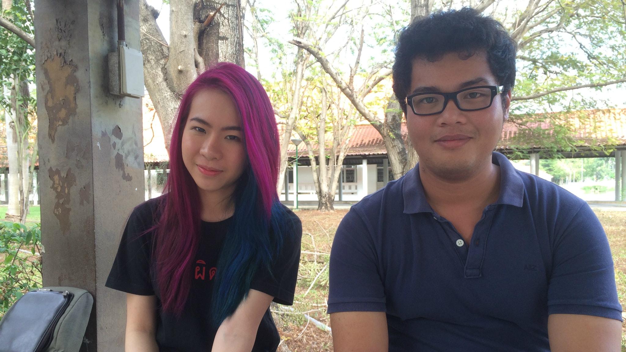 Studenterna Didtita Simcharoen och Kullapat lever under militärdiktatur i Thailand. Foto: Paloma Vangpreecha / SR
