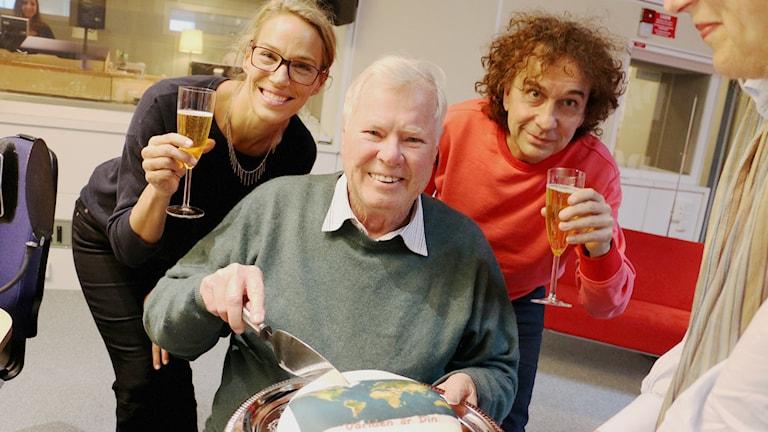 Emma Wiklund är tillbaka som bisittare hos Magnus Uggla och veckans gäst är Staffan Heimerson. Foto: Ronnie Ritterland / Sveriges Radio